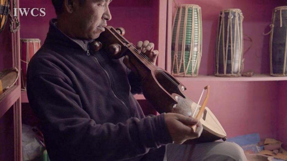萨朗吉(Sarangi)制作师Purna Nepali