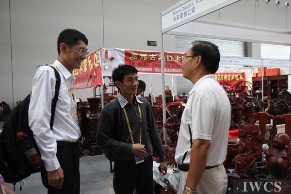 采访老挝木雕珍藏董事长陈文森——2011年中国—东盟博览会林产品与木制品展览会
